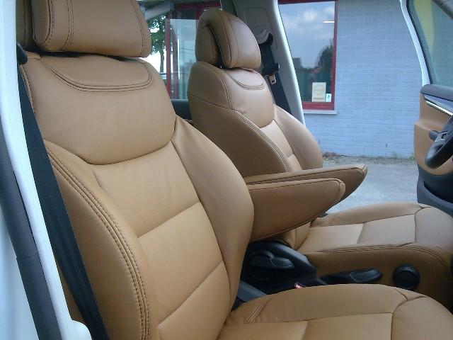 Auto cuir desin garnissage d 39 int rieur de voiture for Interieur de voiture en cuir